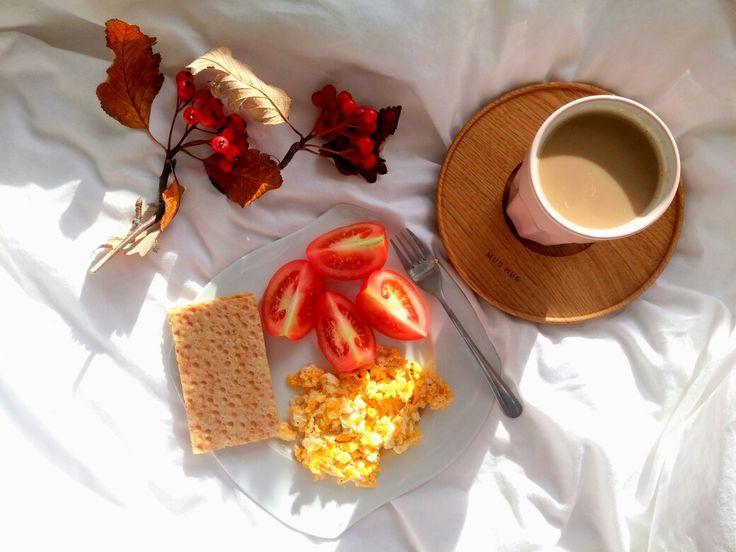 Na niedzielne śniadanie, jajecznica z pomidorami i kawa 🍳🍅☕ -->  Zapraszam moją stronę na fb https://m.facebook.com/eatdrinklooklove/ ❤  On sunday breakfast, scrambled eggs with tomatoes and coffee 🍳🍅☕ -->  I invite my page on fb https://m.facebook.com/eatdrinklooklove/ ❤