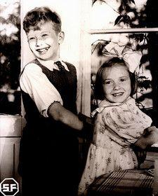 Kuva: Suomisen perhe 1941 - Lasse Pöysti ja Maire Suvanto
