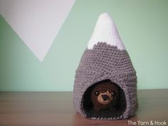 Mountain.with a cave and bear amigurumi