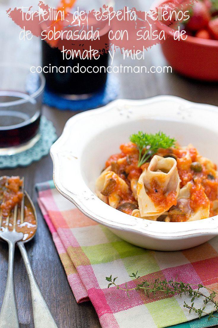 Receta de tortellini caseros de harina de espelta rellenos de sobrasada y con salsa de tomate y mil. Con fotografías paso a paso. recetas de pasta. #díadelapastafrescarellena