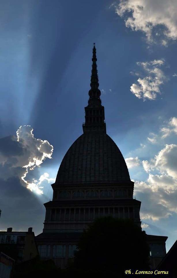 Il cielo sulla Mole Antonelliana, Torino. foto Lorenzo Carrus