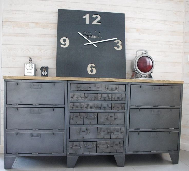 Buffet industriel avec anciens casiers d atelier for Buffet style industriel