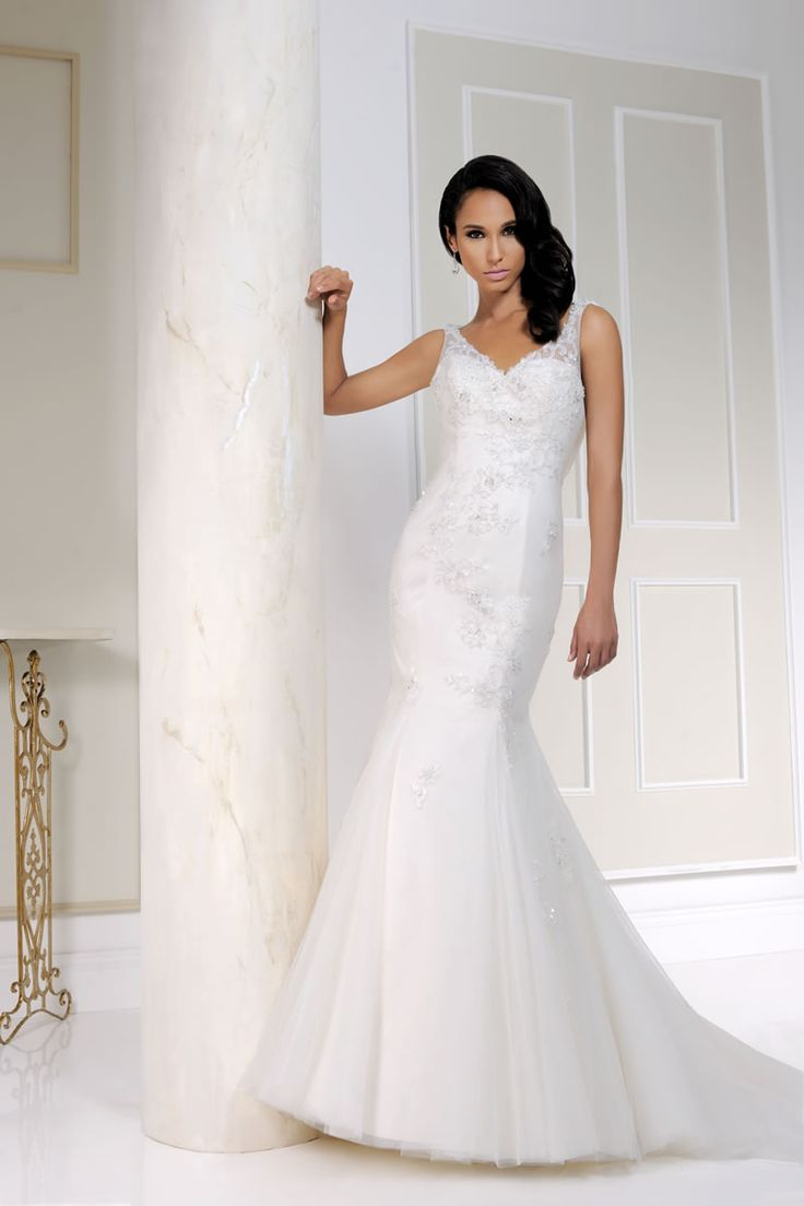 The beautiful Benjamin Roberts 2015 Collection - Style 2512