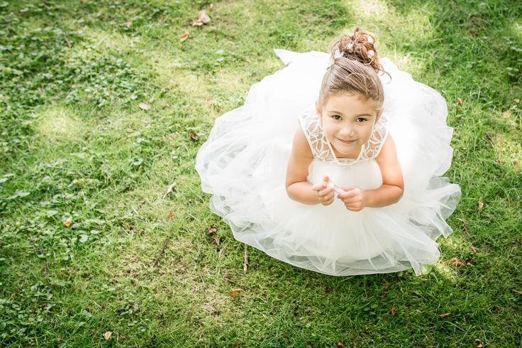 Wat een dotje, dit bruidsmeisje, in haar jurk van Corrie's bruidskindermode.  Wil je ook zo'n prachtige jurk, kijk dan op bruidskindermode.nl of kom in de winkel. Trouwen, bruiloft, huwelijk, bruidsmeisjeskleding, bruidsmeisjesjurken, bruidsmeisjesjurk, bruidskinderen, bruidskinderkleding, communiejurk, communiekleding.