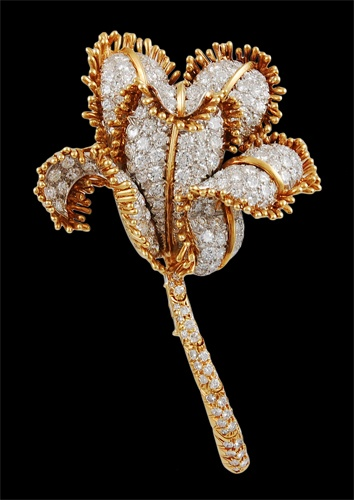 DAVID WEBB 18kt. Gold & Platinum Diamond Flower Pin - Yafa Jewelry