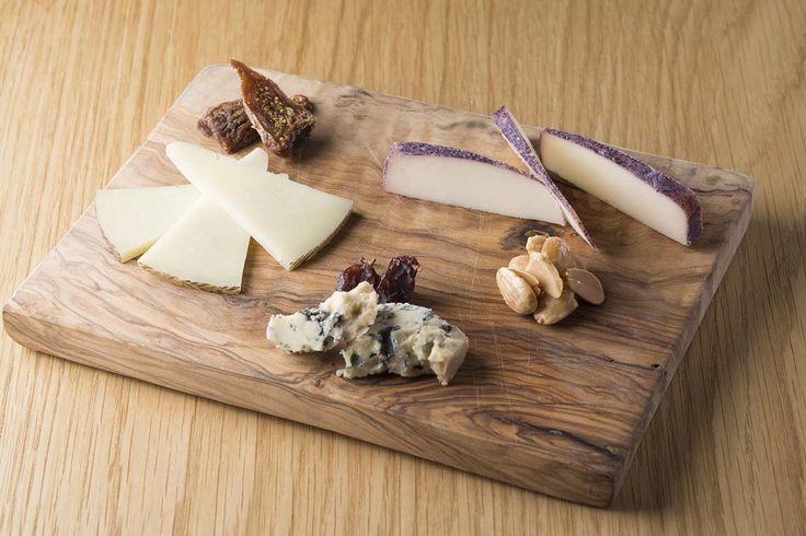 スペイン産3種のチーズとドライフルーツの盛り合わせ
