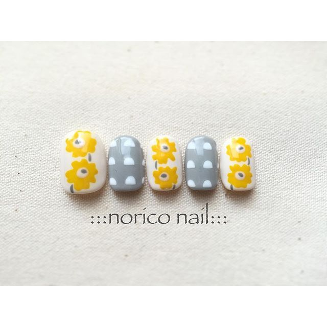 yellow & grey floral manicure nail art