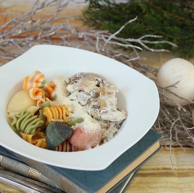 Miért nem mossuk a gombát? Megtudhatod következő Facebook live-omban jövő héten kedden (március 6.) 18.00 órától. Egyúttal azt is megmutatom hogyan készül a tejfölös gomba színes tésztával. Why dont wash we the mushrooms? You will find the answer during my Facebook live  next week on Tuesday (March 6th) at 6pm. At the same time I will show you how to prepare sour cream mushrooms with colorful noodles. Direct link for my latest post in my bio! gastrogranny.com #tudatosantáplálkozók…