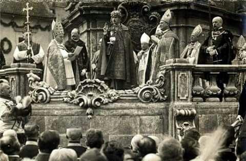 IV. Károly koronázása. Budapest 1916.december 30. A királyi esküt mondja.