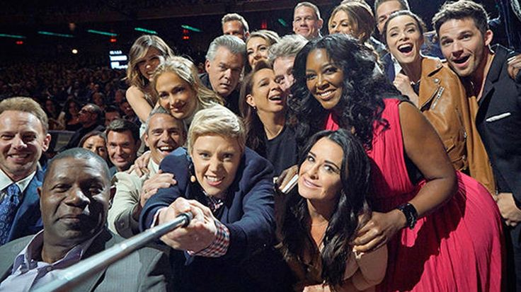 Kate McKinnon Recreated Ellen DeGeneres' Oscar Selfie at NBC's Upfronts - http://thisissnews.com/kate-mckinnon-recreated-ellen-degeneres-oscar-selfie-at-nbcs-upfronts/