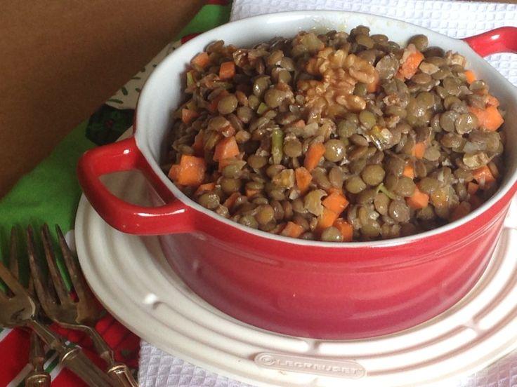 Salada da Fartura para o Réveillon: lentilhas, cenouras e nozes, com um maravilhoso molho de mostarda. Divina by Atelier Vélo Vert