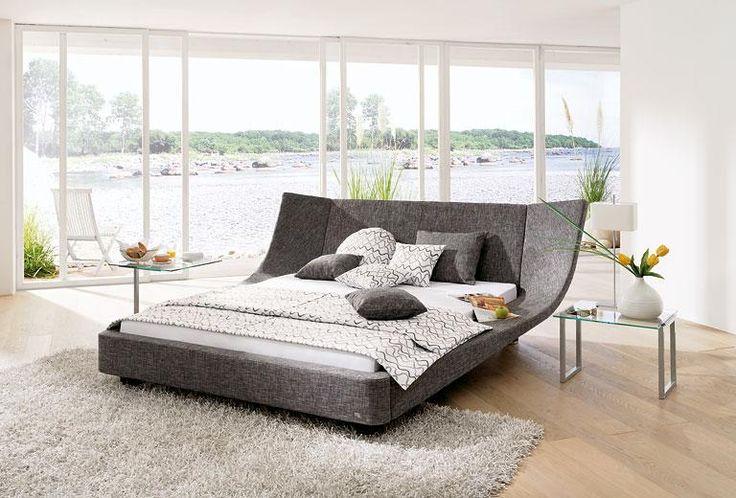"""In """"Cocoon"""" können Ihre Kinder nicht nur im Bett, sondern zur Not auch einmal auf den gepolsterten Seitenteilen liegen. Jedes Bett wird von Ruf mit dem Wunschstoff bespannt."""