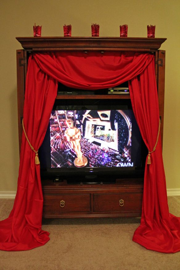#Oscar Party Decorations: Curtains for the TV #AcademyAwards