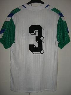 Saison 87/88 - Spielertrikot von Jonny Otten. Getragen im letzten Heimspiel der Meistersaison ehe es nach dem Spiel die Schale gab. Das Trikot existiert auch mit Bremen Schriftzug über der Nummer, dieses hier ist aber das Original!