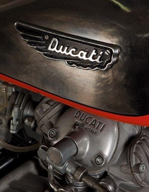 Ducati - Effet acier réservoir