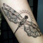 detail dragonfly henna, fine lines