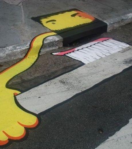 Photo : Cet homme se brossant les dents est une oeuvre Street Art réalisée à partir d'une bouche d'égout - Gentside
