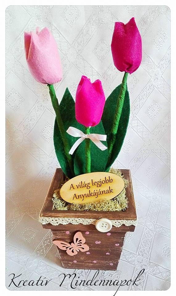 Filc tulipánok fa kaspóban 2490 Ft