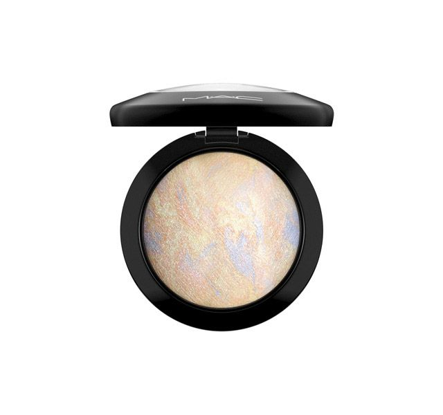 M·A·C Cosmetics: Mineralize Skinfinish in Lightscapade // pressed highlighter