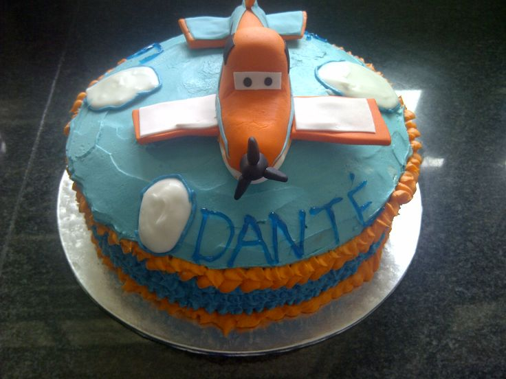Planes cake. Dusty cake topper