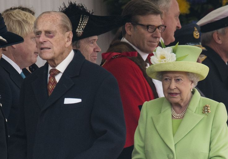 LONDON, ENGLAND - NOVEMBER 01:  Queen Elizabeth II and Prince Philip, Duke of Edinburgh attending the Official Ceremonial Welcome for the Colombian State Visit at Horse Guards Parade on November 1, 2016 in London, England. The President of the Republic of Colombia Juan Manuel Santos and his wife Maria Clemencia Rodriguez de Santos are paying their first State Visit to the UK as official guests of Queen Elizabeth.  (Photo by Mark Cuthbert/UK Press via Getty Images) via @AOL_Lifestyle Read…