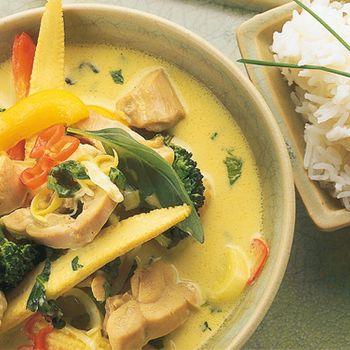 Kycklinggryta med kokosmjölk, grön curry och grönsaker