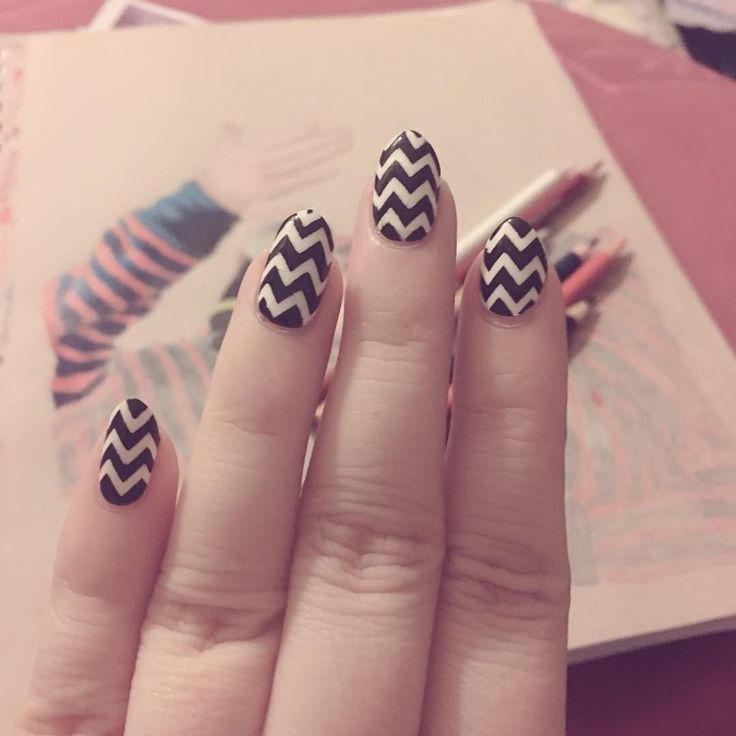 Totally forgot I had a delivery of @twinkled_t nail vinyls last week! Oops! I've been thinking about a simple monochromatic mani for a while and the chevron vinyls are perfect for this!! It's late now so the lighting is a bit pants so proper photos tomorrow