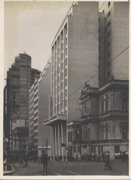 Rua Conselheiro Crispiniano, à direita a antiga Mansão Trocadero. Em 1936 foi sede do São Paulo Futebol Clube, depois o Centro do Professorado Paulista e nos anos 50 o Salão de Baile do Clube Militar. Posterior à sua demolição teríamos as Lojas Pitter, Casas Bahia e atualmente a Kalunga.