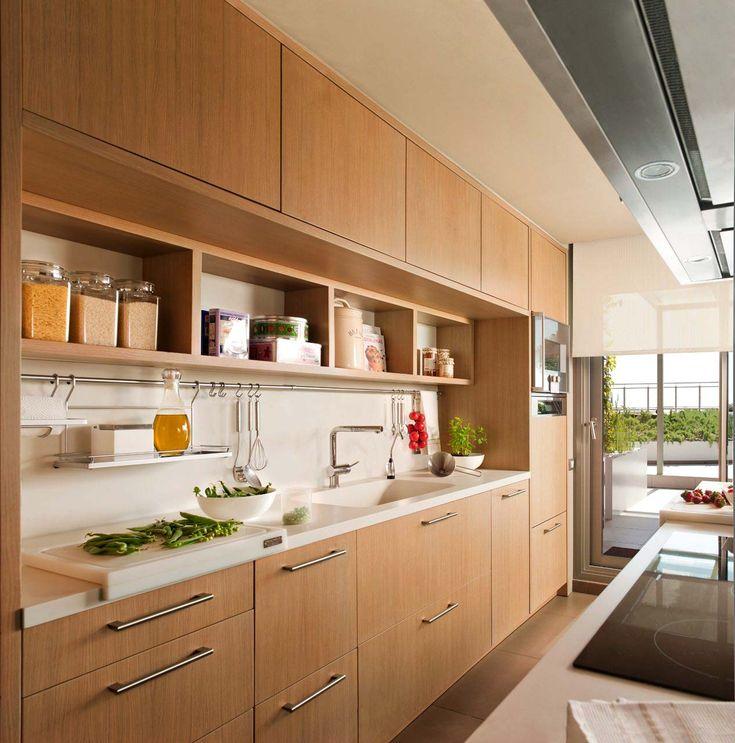 Экотренд на кухне - деревянная мебель натурального цвета
