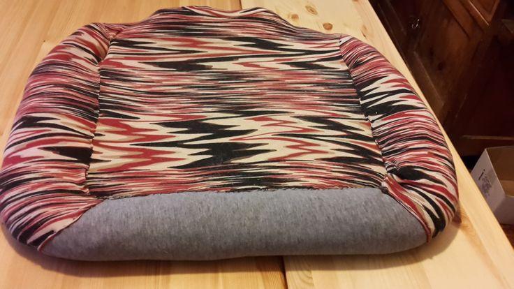 riciclo maglie e magliette ,gommapiuma.,materassino per i miei piccoli