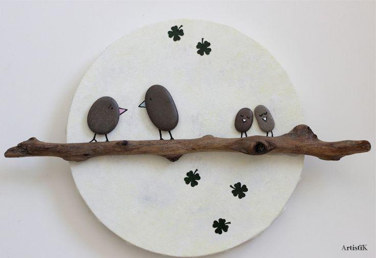 Tableau rond bois flotté galets oiseaux fond lune pastel dessin humoristique : Décoration pour enfants par artistik