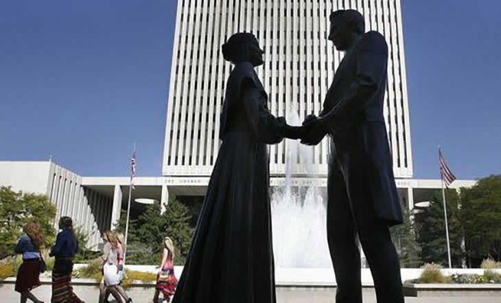 Religion: L'Eglise mormone révèle que son fondateur aurait eu entre 30 et 40 épouses - 11/11/2014 - http://www.camerpost.com/religion-leglise-mormone-revele-que-son-fondateur-aurait-eu-entre-30-et-40-epouses-11112014/?utm_source=PN&utm_medium=CAMER+POST&utm_campaign=SNAP%2Bfrom%2BCamer+Post