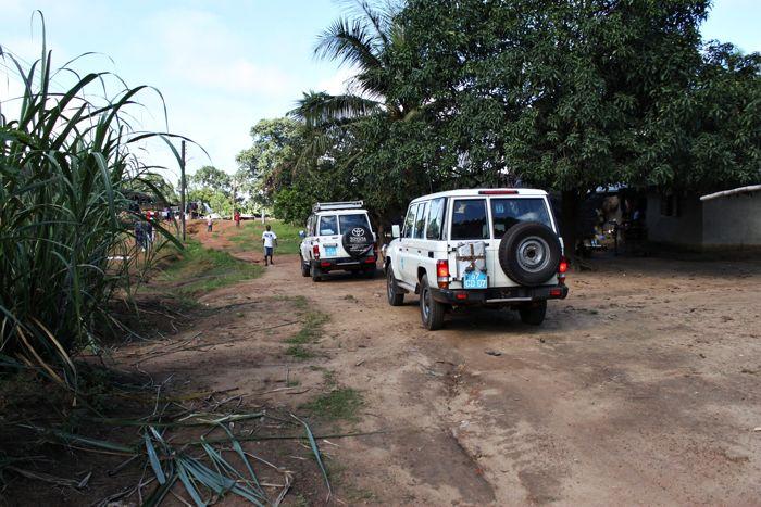 Szczepionki jadą do czekających na nie maluchów. W Sierra Leone praktycznie nie ma asfaltowych dróg, dlatego dotarcie do niektórych miejsc jest prawdziwym wyzwaniem… www.unicef.pl/pomagam © UNICEF/Z.Dulska