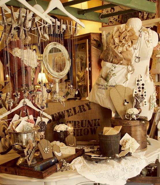 Creative Retail Jewelry Display