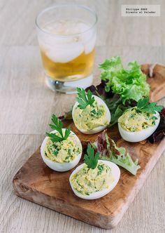 Receta de Huevos rellenos de guacamole. Receta con fotografías del paso a paso y recomendaciones de degustación. Recteas de pinchos y tapas