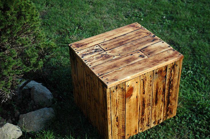 Cube export si ge en bois de palette recycl cubes for Siege palette