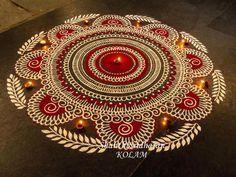 Voici les jolies créations colorées de l'artiste Shanthi Sridharan, qui réalise de superbes mandalas inspirés par les symboles bouddhistes utilisés pour