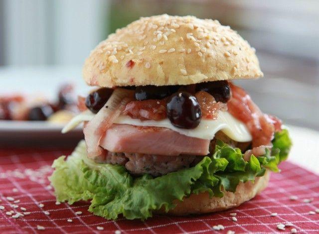 Denny Chef Blog: Hamburger con formaggio filante e salsa di amarene
