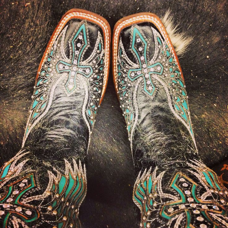 Corral boots! omg i love em!   I love these!! They are exactly like mine except the are black and teal with tan too!