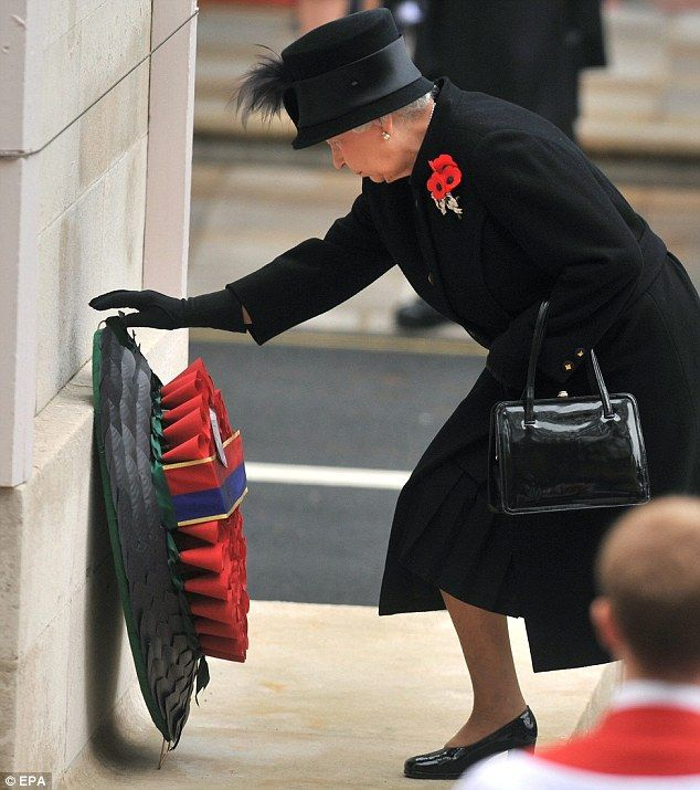 Remembrance Day: Queen leads Britain's mourning of its war dead  Queen Elizabeth II lays first wreath at Cenotaph in London as UK observes two-minute silence to remember dead soldiers