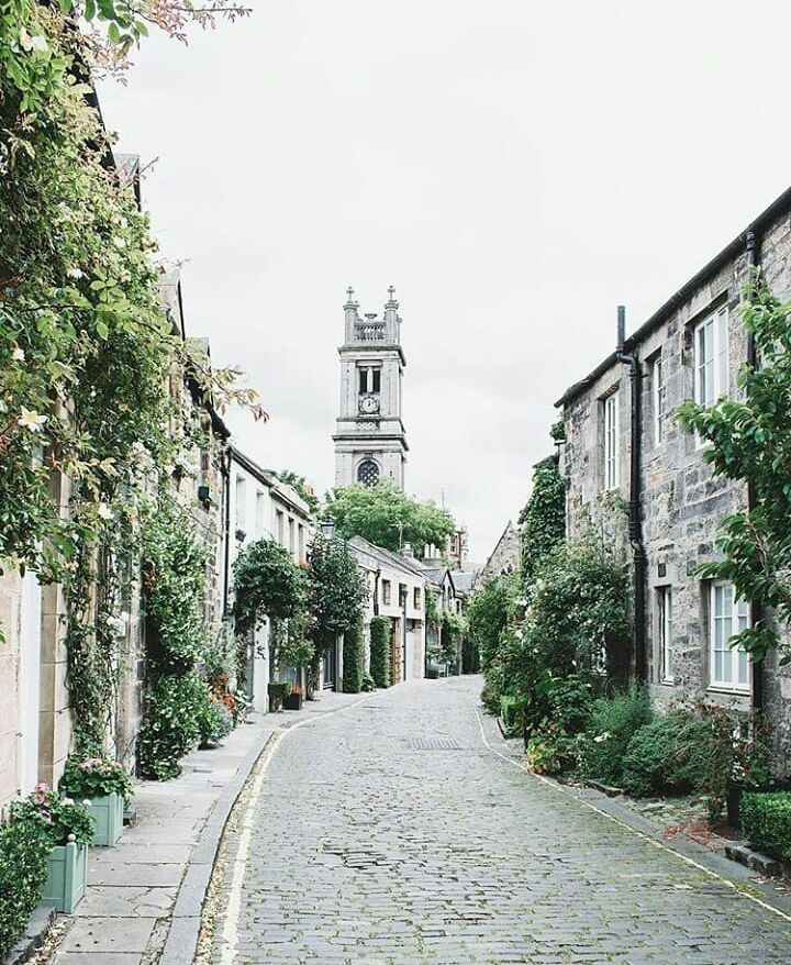 """gravityhome: """"EDINBURGH TRAVEL TIPS WANTED Hi everyone :) I'm probably going on a trip to Edinburgh in january and I was wondering if you have any tips for me on what to see & do! Thanks in advance  photo by theslowtraveler """""""