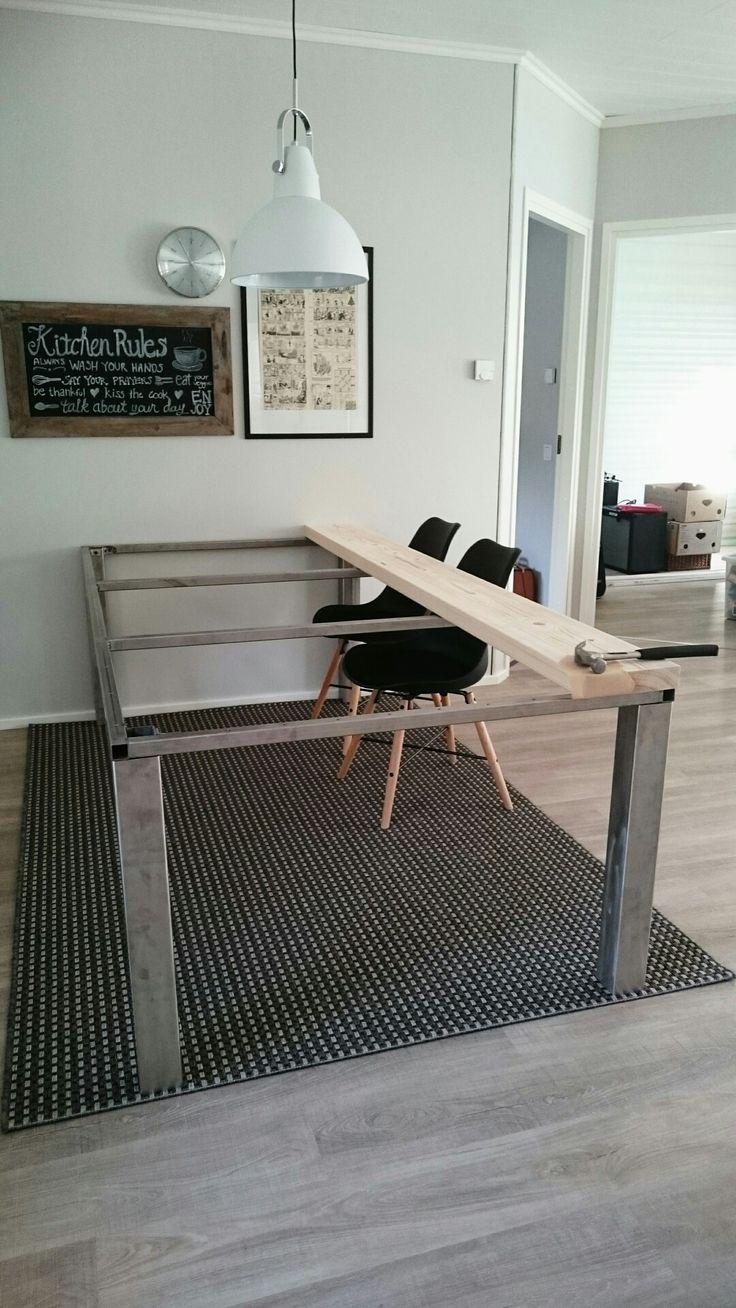 Pöytä rakentuu. #puuta&terästä #DIY #table #wood&steel