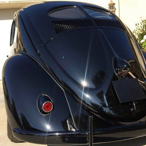 Classic VW - Holy Pope's nose and split window, Batman !