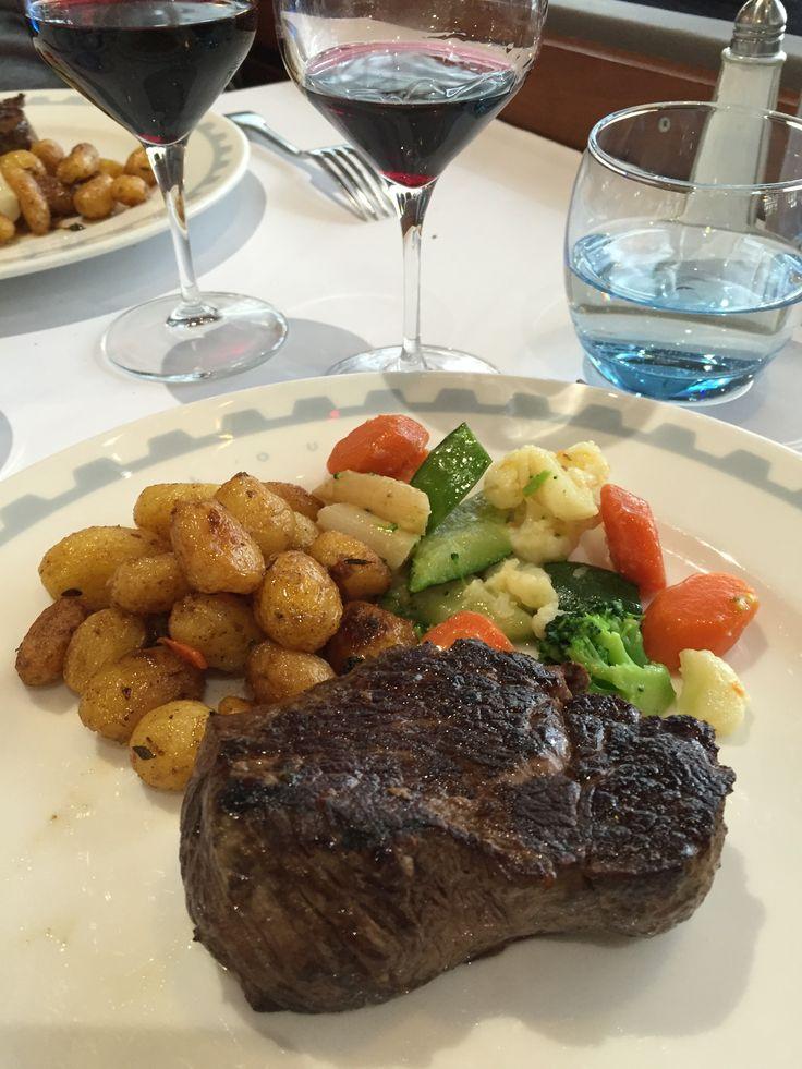 Une des brasseries lyonnaises de Paul Bocuse au cadre atypique proposant une excellente cuisine gastronomique.