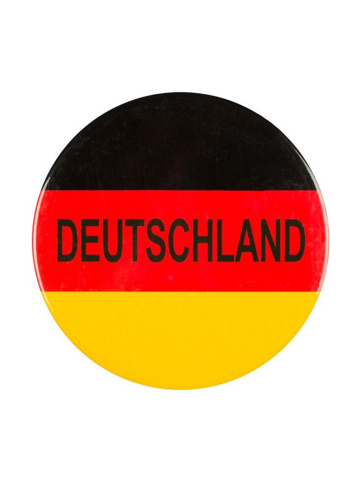 Deutschland Mega Button Fussball Fanartikel schwarz-rot-gelb 98mm. Aus der Kategorie Fußball Fanartikel. Egal ob am T-Shirt, an der Jacke oder am Rucksack: Mit einem Deutschland-Button ist sofort ersichtlich, welcher Mannschaft Sie zur Fußball-EM die Daumen drücken!