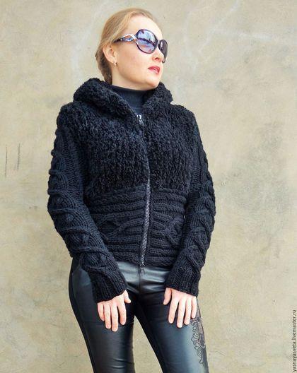 Купить или заказать Куртка вязаная Черная в интернет-магазине на Ярмарке Мастеров. Куртка вязаная Черная, связана спицами, ручная работа, Авторская модель. Куртка связана из двух видов пряжи: гладкая черная шерсть и пряжа имитирующая мех. Молодежная модель на молнии с капюшоном В нашем магазине представлены другие модели из этой пряжи.…