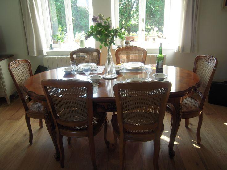 Bourgondisch tafelen aan de ,Franse brocante eettafel. blijmaakzooi.blogspot.nl