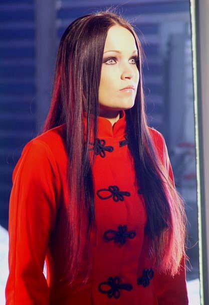 "Beauty """"Tarja Turunen"" ex lead singer from the awsome band ""nightwish""her ,amazing operetic voice, symphonic gothic metal,you gotta hear nightwish,amazing band,huge following from finland.beautiful ""tarja turunen"""