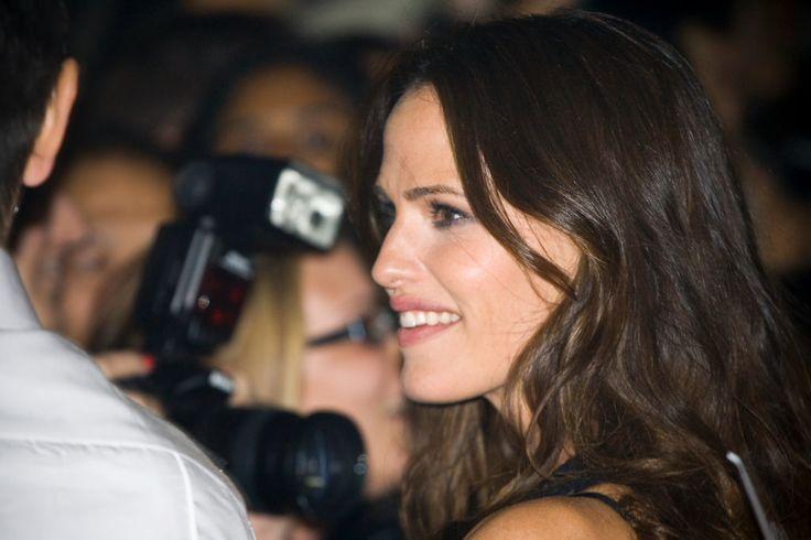 Jennifer Garner Dating Brad Pitt! Watch Video To See #jennifergarnerdatingbradpitt