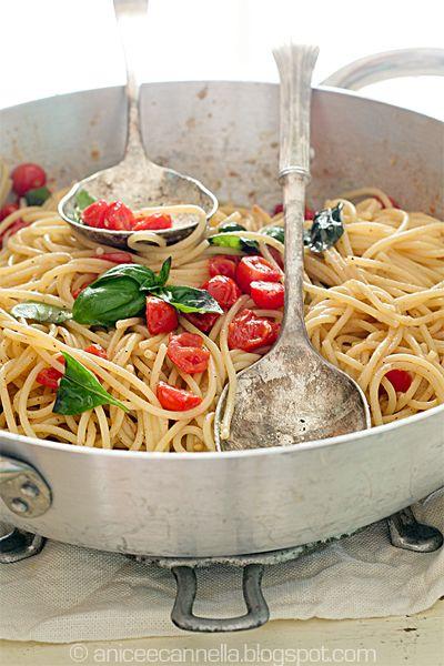 Spaghetti pomodoro e basilico.